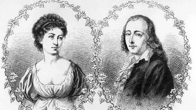 Felsefe, sanat derken aşk da kaçınılmaz olur Hölderlin için... Ancak bu aşk yasaktır ve dahası Hölderlin için oldukça genç yaşta sonun başlangıcı olur.