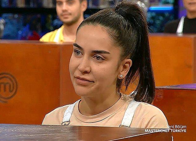 Bu haftanın açılışında Mehmet Şef, Duygu'yu her zamankinin aksine moralsiz ve düşük modlu olduğunu söyledi.