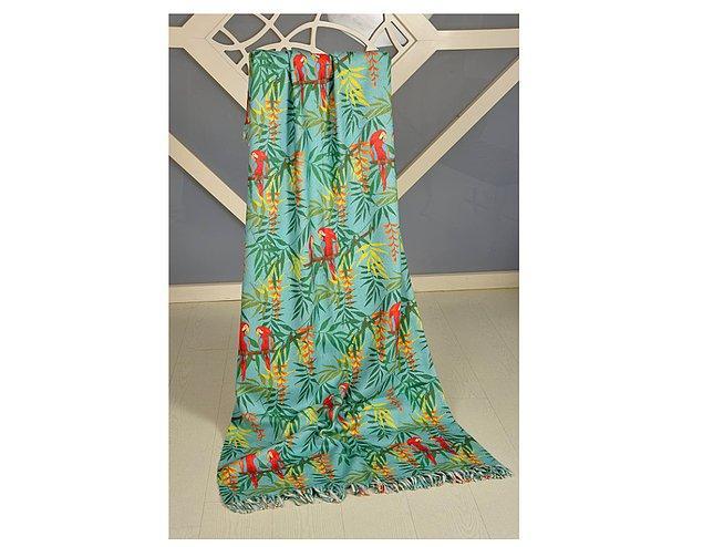10. Makinede yıkanabilen bu battaniyeyi ister koltuk örtüsü isterseniz de yatak örtüsü olarak kullanabilirsiniz.