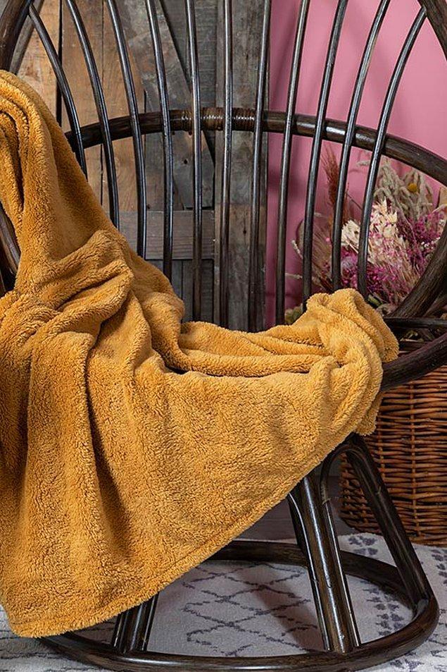 13. Bu yumuşacık battaniyeyle sonbaharın gelişini kutlayabilirsiniz.