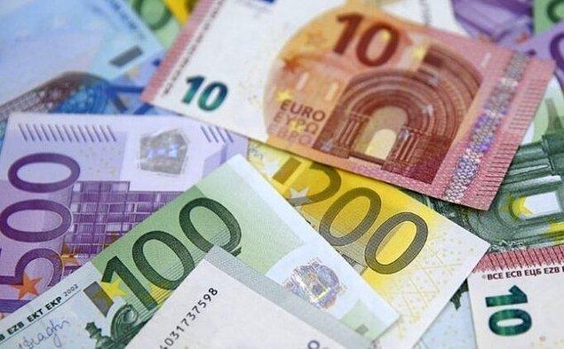 2. Albayrak'ın kabineye atandığı gün 5.57'den işlem gören Euro ise 9.20'leri zorluyor.