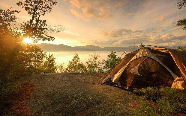 Kamp yapılacak bir yer olmalı.