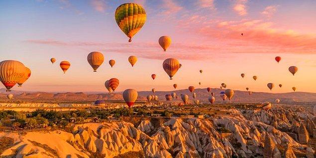 Eşsiz manzaralara ve yapılara olan merakını gidermek için; Kapadokya!