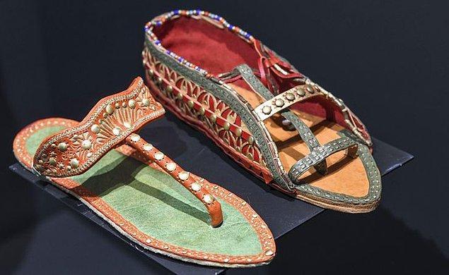 14. Asil insanlar dahil çoğu yalın ayak geziyordu.