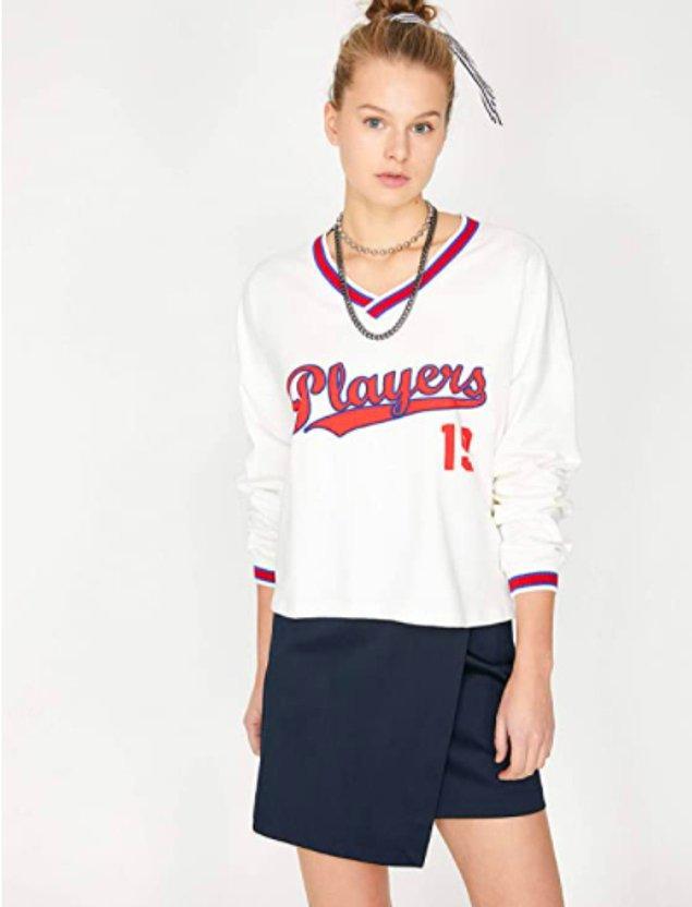 9. Özellikle gençlerin tercih ettiği bu sweatshirt, giyenlere enerji veriyor resmen.