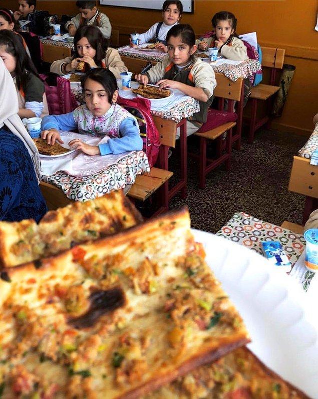 15. İlkokulda etli ekmek partilerine katılabilirsiniz.