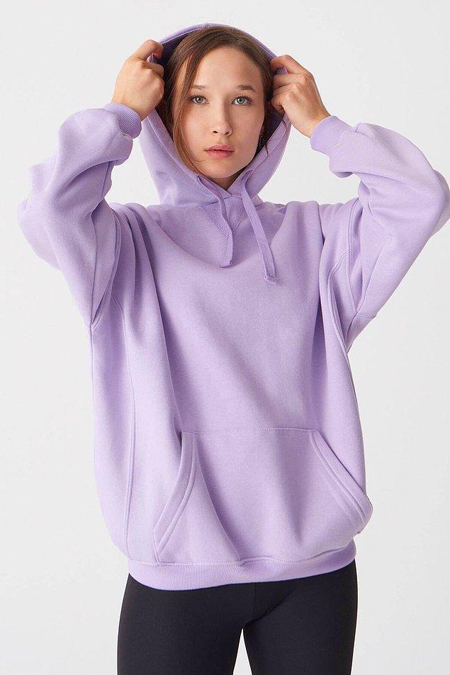 16. Sweatshirt'ler düşünmeden kombinleyip hemen giyip çıkabileceğiniz en rahat kıyafetler.