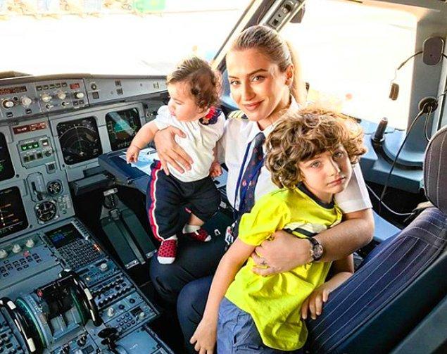 Yağmur Sarıoğlu ise Hacettepe İngilizce Öğretmenliği mezunu. Bir süre öğretim görevlisi olarak çalıştıktan sonra ise kariyer planını pilot olma doğrultusunda çiziyor.