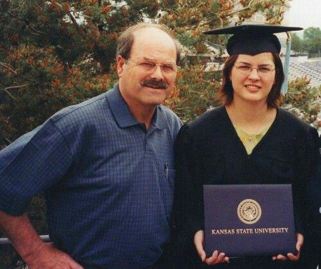 6. Kızının mezuniyetine gelmiş sıradan bir baba gibi görünen bu kişi, B.T.K. adıyla bilinen bir seri katil.