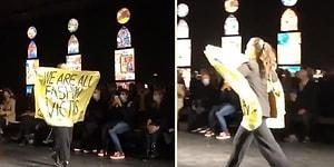 'Hepimiz Moda Kurbanıyız' Yazılı Pankart ile Dior'un Defilesinde Protesto Gerçekleştiren Aktivist