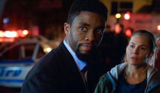 10. Chadwick Boseman'ın, 21 Bridges filminde birlikte rol aldığı Sienna Miller kendisinden daha az ücret aldığı için kendi ücretinden kesip aktrise verdiği ortaya çıktı.