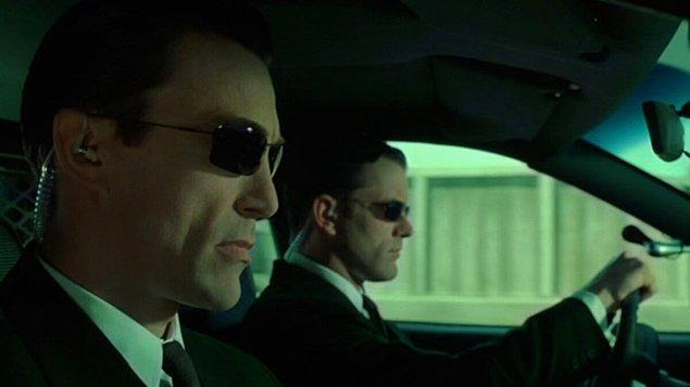 20. Matrix'in 2022'de vizyona girecek devam filmi için orijinal üçlemede yer alan bir karakterin daha geri döneceği açıklandı. Önceki filmlerde Ajan Johnson karakterine hayat veren Daniel Bernhardt, yeni filmde de karşımıza çıkacak.