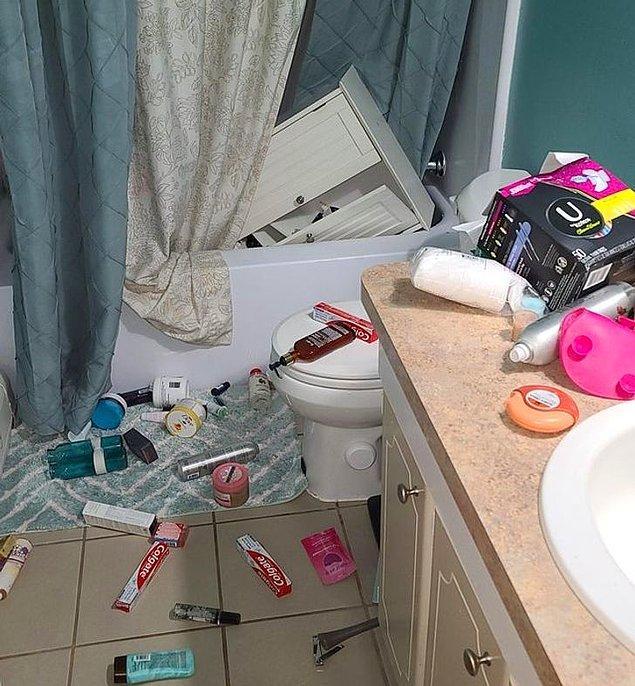 """8. """"Banyodaki dolabım bu sabah 5'te hayattan vazgeçti ve neredeyse bana kalp krizi geçirtecekti."""""""