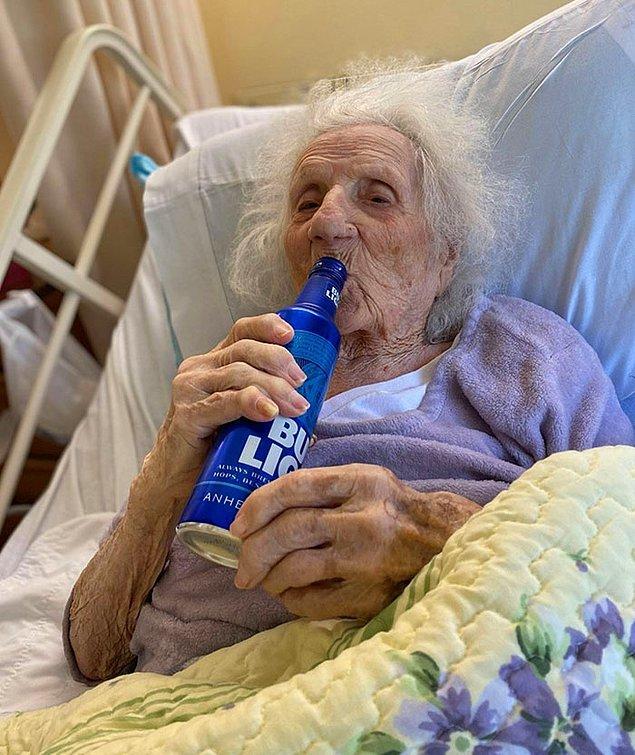 """1. """"Bu 103 yaşındaki kadın Kovid-19'u yendi!"""""""