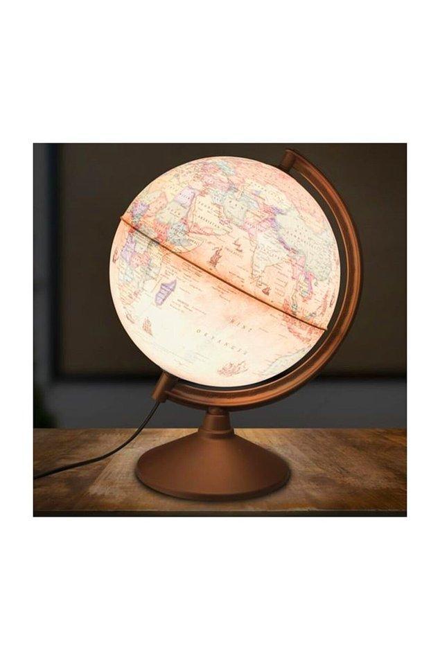 12. İster gece lambası isterseniz de eğitici bir dekor olarak kullanılabilecek çok yönlü bir hediye. Gezmeye meraklı bir sevdiğiniz varsa bu dünya onun için harika bir hediye olacaktır.