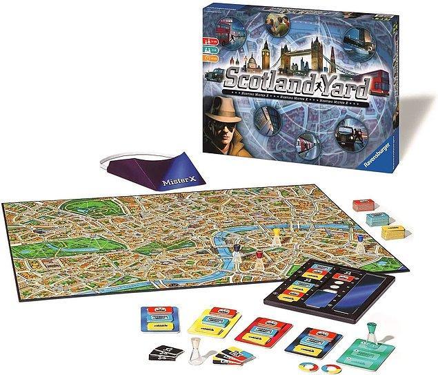 4. Tüm aile çok eğlenerek oynayacağınız harika bir strateji oyunu daha: Scotland Yard. 8 yaş ve üzeri için uygun olan oyun en az 2 en fazla 6 kişi ile oynanıyor. Oyunda amaç Londra sokaklarında kaçan Bay X'i yakalamak.