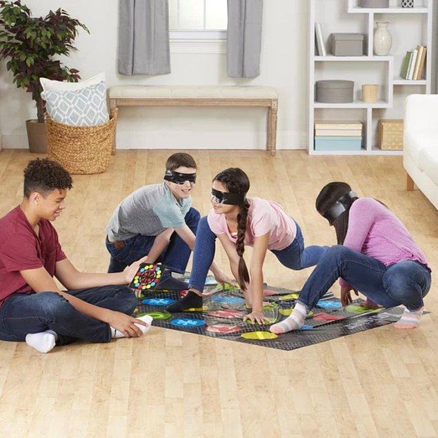 15. Twister'ı gözler bağlı oynamaya ne dersiniz?