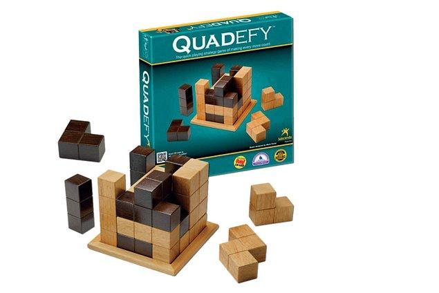 2. Evde birlikte oyun oynayabileceğiniz birileri varsa bu geliştirici kutuyla keyifli vakit geçirebilirsiniz.