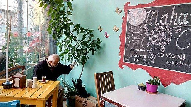 1. Mahatma Cafe