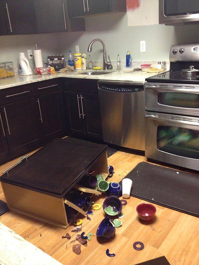 """4. """"Gece gök gürültüsü sandığım ses mutfak dolabımmış."""""""
