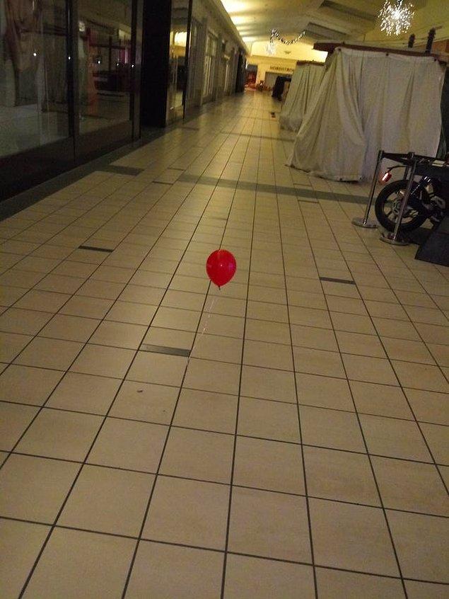 """11. """"Alışveriş merkezinde yalnız başıma çalışıyorum ve sabaha karşı saat 4'te bunu gördüm."""""""