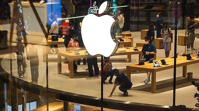 Koronavirüs pandemisi ile tüm sektörler üretimi durdurmuştu. Bu durum bir çok teknoloji şirketin de olduğu gibi Apple markasının cihazlarını üretmesinde de aksaklıklara neden oldu. Apple 2020 model iPhone'ların tanıtımını bir süre erteledi.