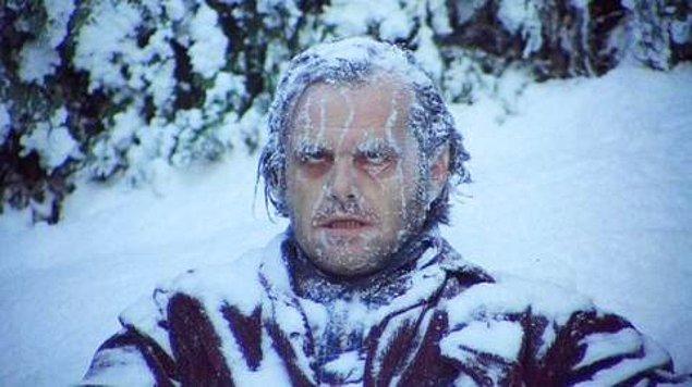 16. Soğuk bir günde herkes içeride otururken, bu havalar bana koymaz edasıyla vapurun dışında oturduğunuz ama üç dakika sonra soğuğu yiyince dayanamayıp götüm götüm içeri kaçtığınız an.