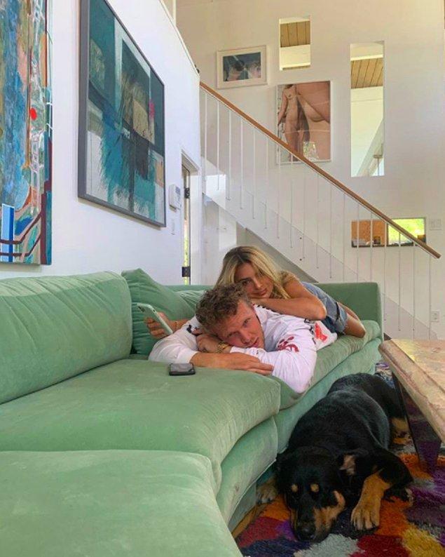 2018 yılında oyuncu Sebastian Bear-McClard ile evlenmişti.