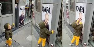 Duvardaki Atatürk Posterini Görünce Dayanamayıp Öpüp Koklayan Ufaklık