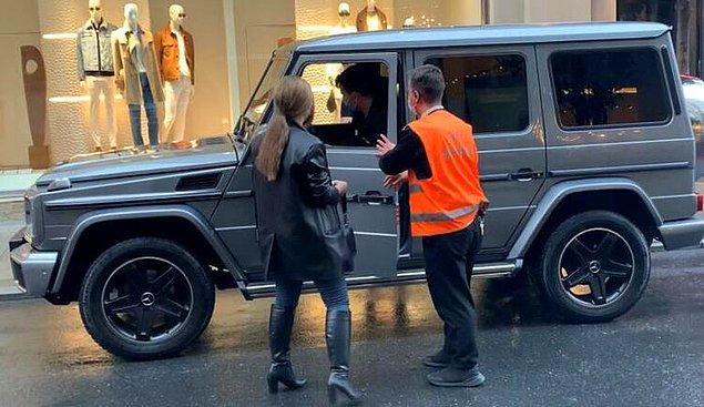 Geçtiğimiz gün Nişantaşı'nda alışveriş yaptıktan sonra son model arabasına binerken görüntülenmiş ve arabasının ortalama 4 milyon lira değerinde olduğunu öğrenince küçük bir şok yaşamıştık...