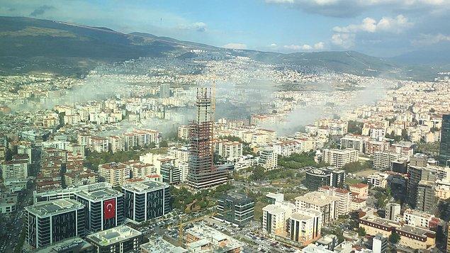 14:51'de Ege'de deprem meydana geldi. Deprem sonrası İzmir Bayraklı'dan bir görüntü