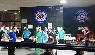 Hakkınız Ödenemez! Depremzedeleri Hastanenin Kapısında Karşılayan Kahraman Sağlık Çalışanları
