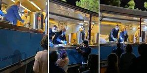 İzmir Büyükşehir Belediye Başkanı Tunç Soyer, Depremzedelere Çorba Dağıttı