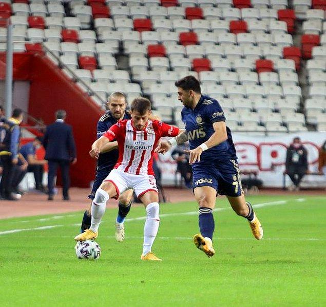 Maçın ilk yarısı 0-0 eşitlikle sonuçlandı.