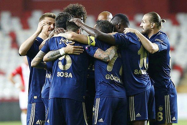 Maç 2-1 Fenerbahçe üstünlüğüyle tamamlandı.