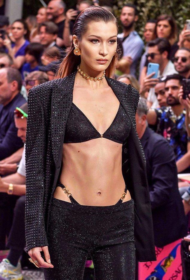 4. Bella Hadid podyumda da gerçek hayatta da bu trendi sevmiş görünüyor.