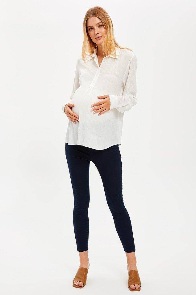 2. Hamileler de skinny pantolon giyebilir, hem de gayet şık olanlarından. Bu pantolonu ister bir kazakla ister gömlekle kombinleyebilirsiniz.