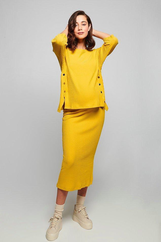 16. Bu sarı takım da harika. İşe giderken de rahatlıkla giyebileceğiniz şık bir takım.