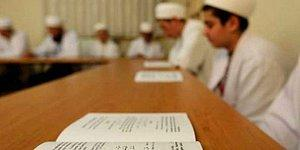 Diyanet Korona Önlemlerini Hiçe Sayıyor: Okullar Kapalıyken Kuran Kursları Yüz Yüze Eğitime Başlıyor