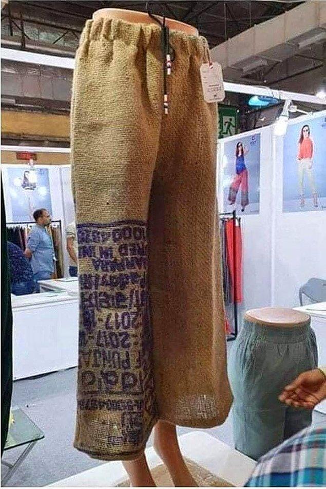 2020'nin son değişik moda trendi ise geçtiğimiz günlerde ortaya çıktı; çuval görünümlü giysiler.