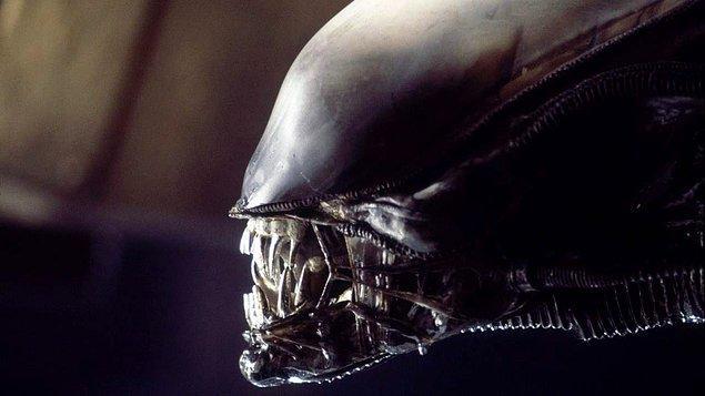 11. FX, Alien dizisi için hazırlıklara başladı. Ridley Scott'ın yapımcı olması için görüşmelere devam ediliyor.