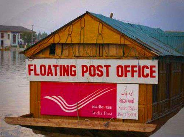2. Suda balık ve tekneler haricinde yüzen postaneler de görebilirsiniz.