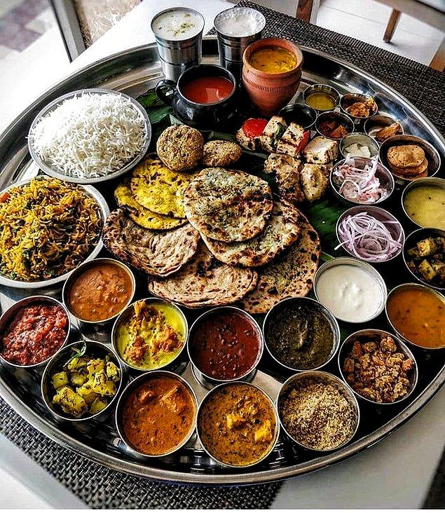 12. Yemek yerken sadece sağ el kullanılır.