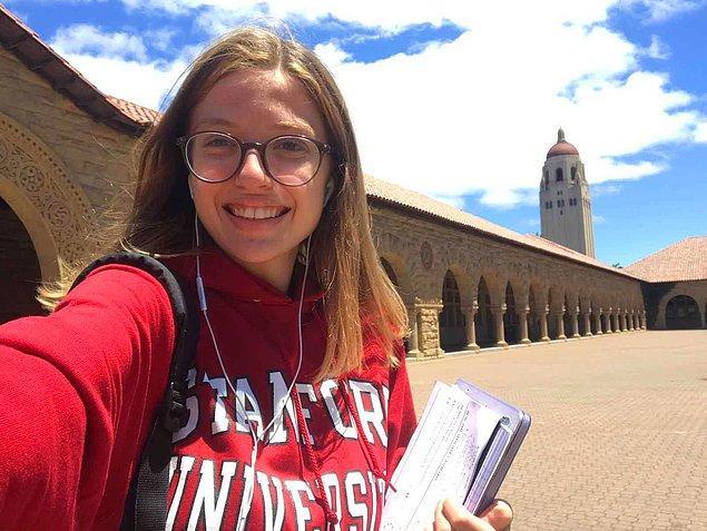 Aradan iki yıl geçti ve bugün Zeynep, Standford Üniversitesi'nden bu kez lisans okumak üzere kabul mektubu aldı!