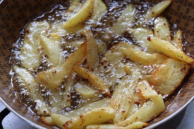 Patatesleri süzün ve iyice kurulayın