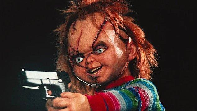 3. Chucky (1988) - Oyuncak bebeğin içine giren katil ruh ortalığı dağıtıyor.