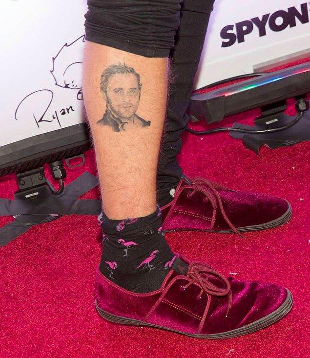 19. Ryan Cabrera'nın bacağında Ryan Gosling'in yüzünün dövmesi vardır.