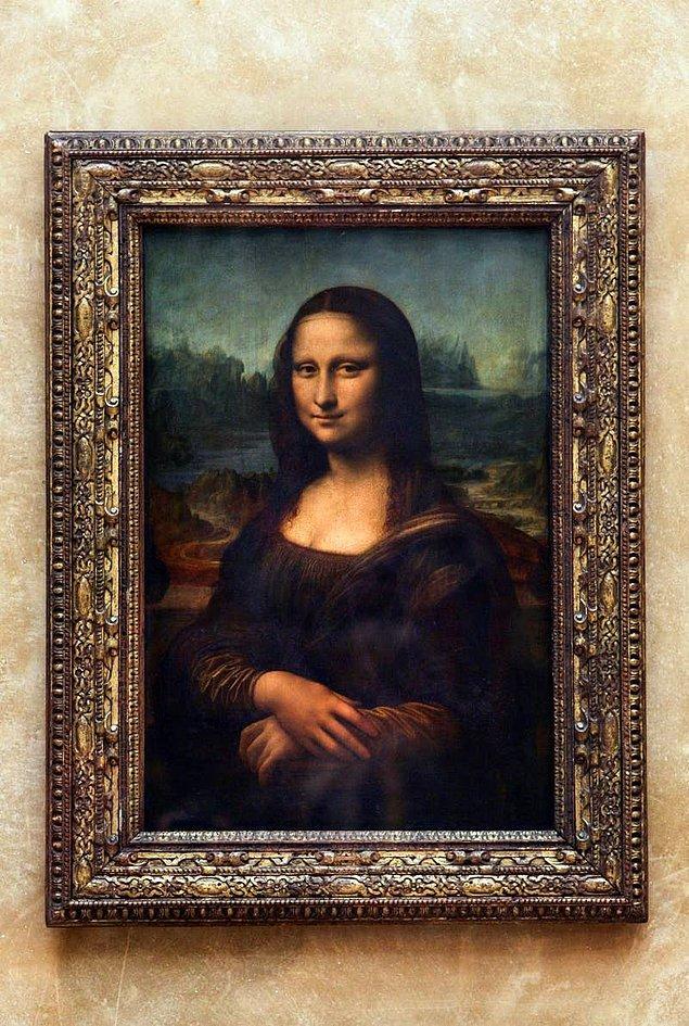24. Leonardo DiCaprio'nun adının Leonardo olmasının sebebi, annesinin kendisine hamileyken İtalya'daki bir müzede gezerken karnında ilk attığı tekmenin bir Leonardo da Vinci resmine bakarken yaşanmasıdır.