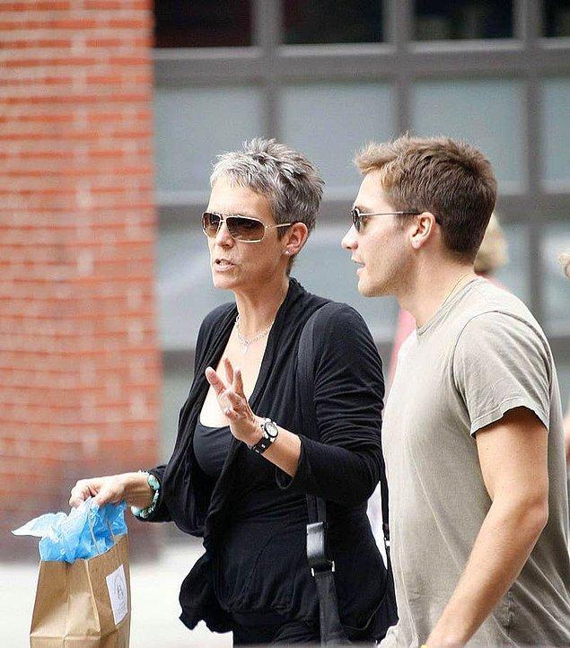 36. Jamie Lee Curtis, Jake Gyllenhaal'ın vaftiz annesidir. Jake ise Heath Ledger'ın kızının vaftiz babasıdır.
