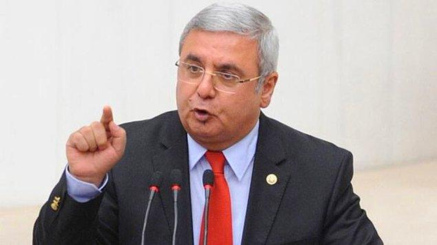 Bu açıklamanın hemen ardından yayında bulunan Mehmet Metiner ise, Bayrakçı'ya kendilerini kobay olarak kullanıp kullanmadığını soruyor.